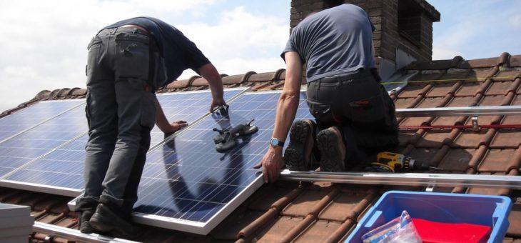 Instala placas solares en tu casa para reducir la factura de la luz